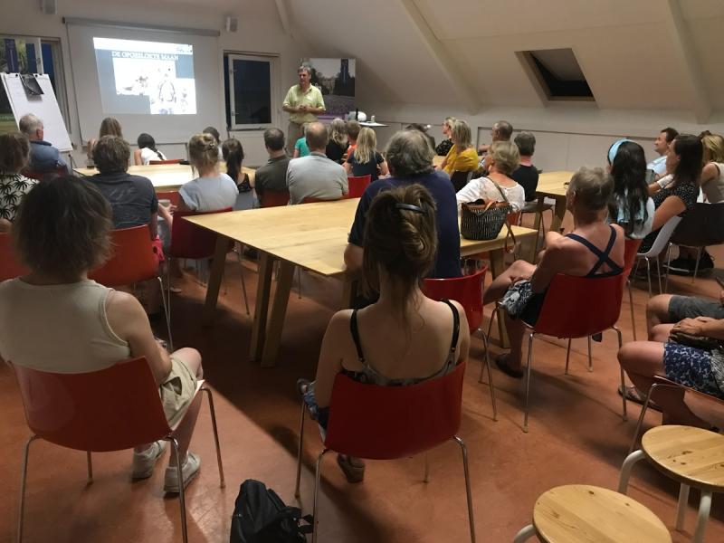 Frans geeft een presentatie in de Eekhoornzaal